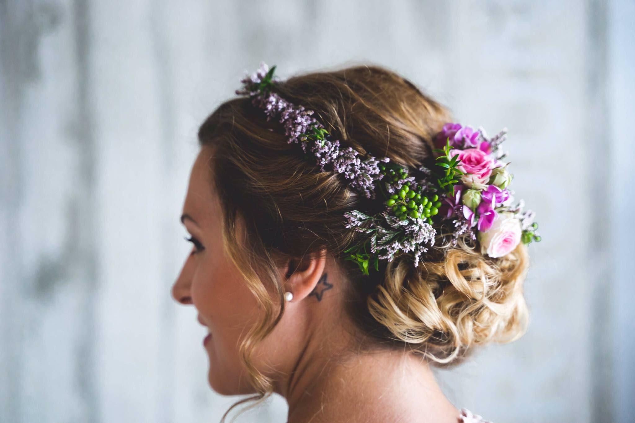 Hochzeitsfrisur Blumenschmuck 1