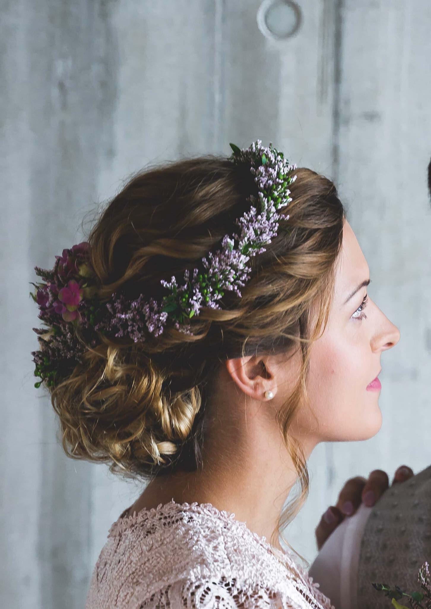 Hochzeitsfrisur Blumenschmuck